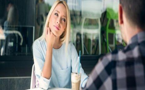 9 Cara Ampuh Menarik Perhatian Pria yang Disukai