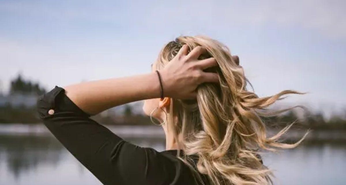 7 Cara Merawat Rambut Rontok Dengan Bahan Alami, Mudah dan Murah